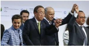 Adoption de l'accord final dans la salle plénière de la Cop21 à Paris-Le Bourget. Samedi 12 décembre 2015 Jean-Claude Coutausse pour Le Monde