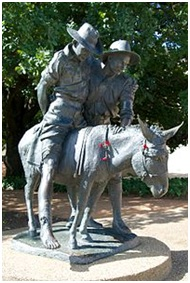 The statueThe commemorate statue of John Simpson and Murfy